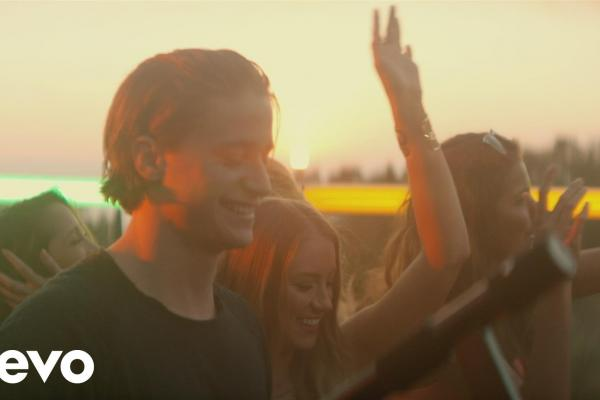 Embedded thumbnail for Kygo - Firestone ft. Conrad Sewell