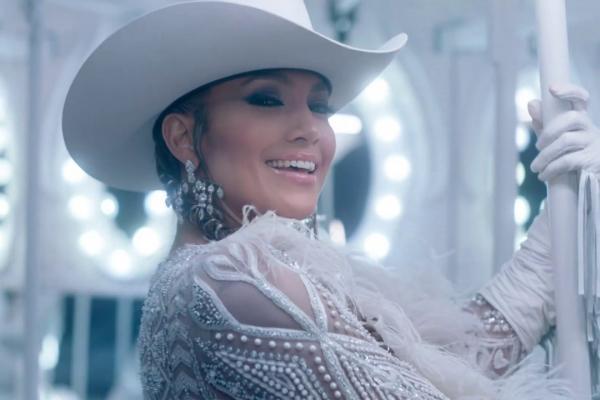 "Embedded thumbnail for Jennifer Lopez ""Medicine"" ft. French Montana"