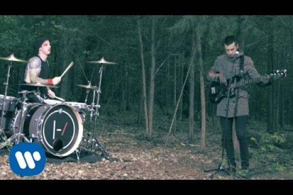 Embedded thumbnail for twenty one pilots: Ride