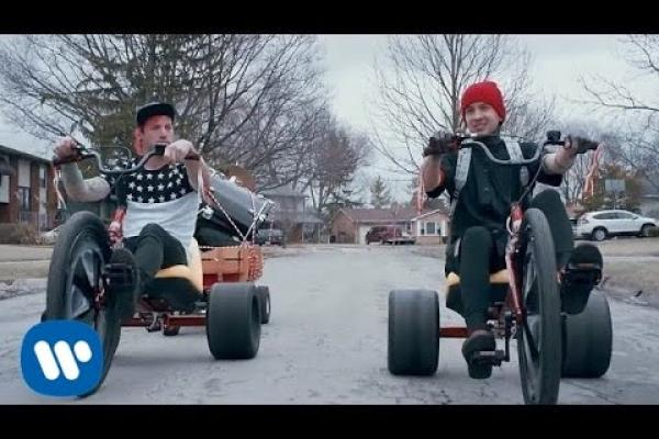Embedded thumbnail for twenty one pilots: Stressed Out