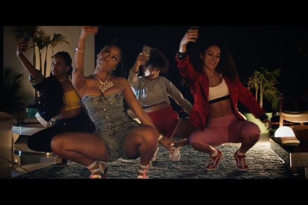 Embedded thumbnail for Major Lazer - Run Up feat. PARTYNEXTDOOR & Nicki Minaj