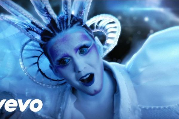 Embedded thumbnail for Katy Perry - E.T.  ft. Kanye West